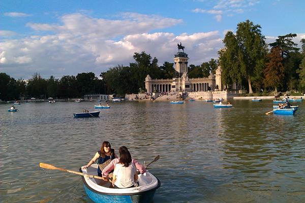 Madrid retiro park boating